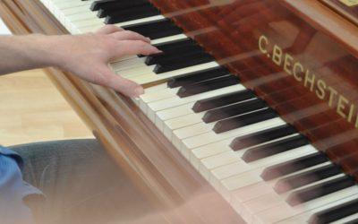 Du liebst populäre Klaviermusik? Dann hier kostenlos hören: